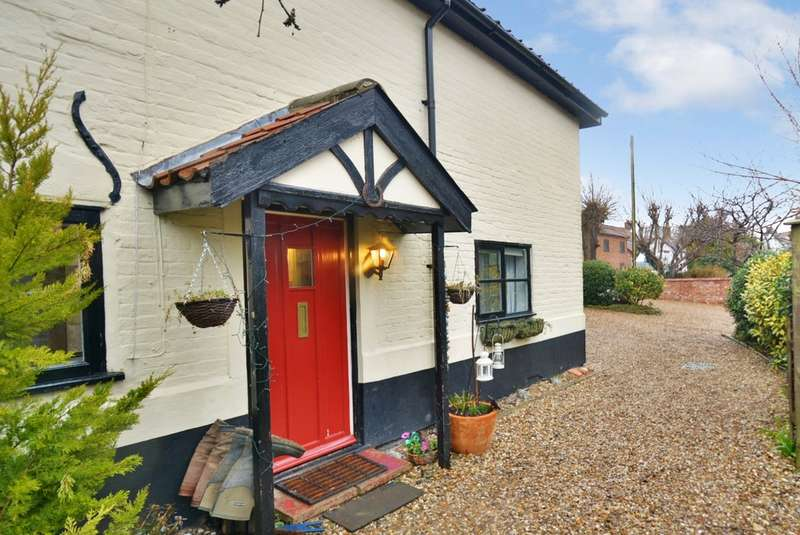4 Bedrooms Cottage House for sale in The Street, Hempnall, Norwich