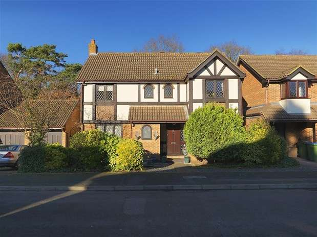 4 Bedrooms Detached House for sale in Scott Farm Close, Thames Ditton