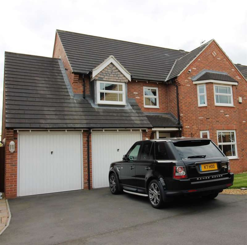 4 Bedrooms Detached House for sale in Templeton Drive, Warrington