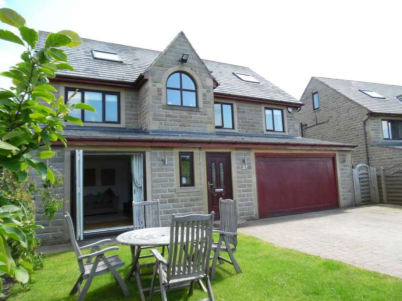 5 Bedrooms Detached House for sale in Moss Gate Road High Crompton