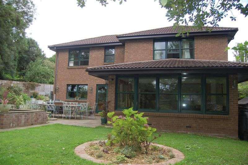 4 Bedrooms Detached House for sale in The Vineyard, Monmouth