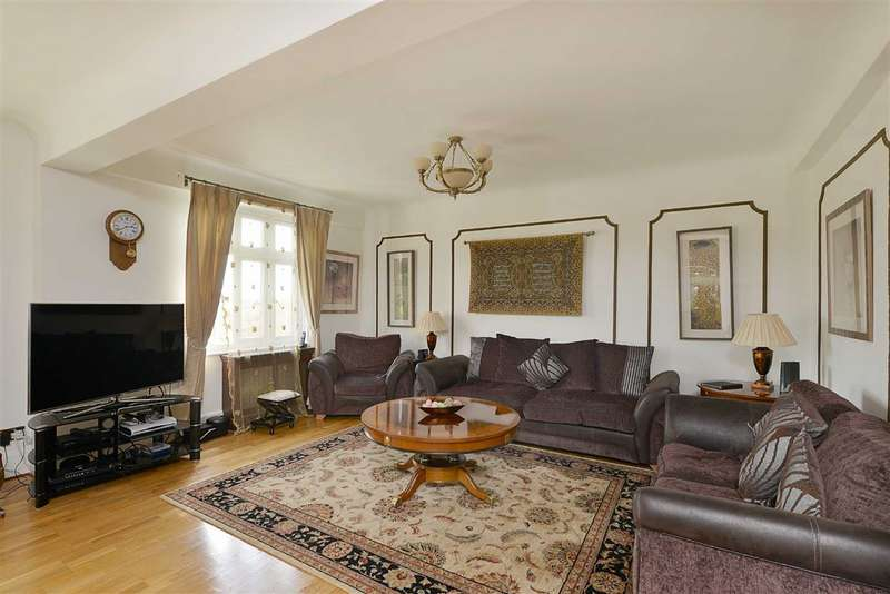 Flat in  Hall Road  London  NW8  Richmond