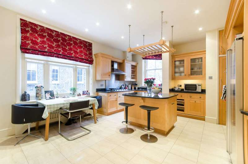 Flat in  Earls Court Square  Earls Court  SW5  Richmond