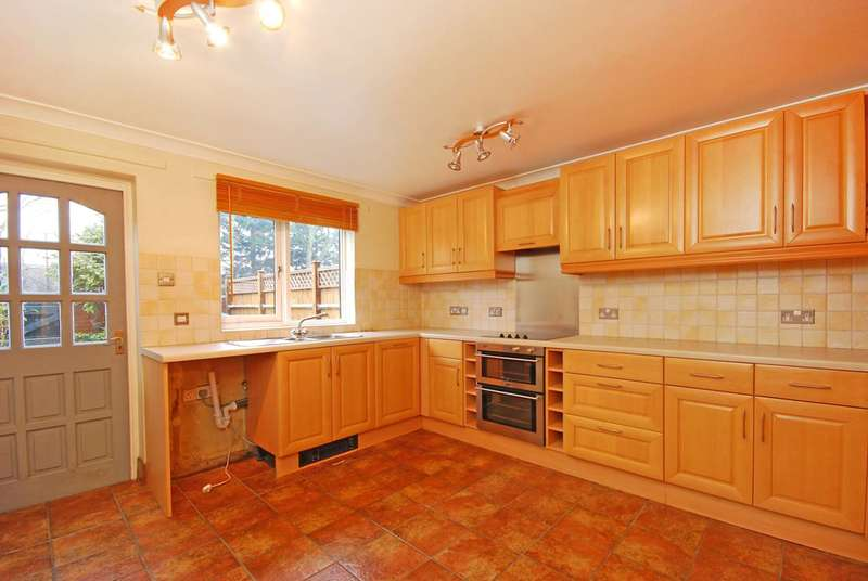 House in  Tithe Barn Close  Kingston Upon Thames  KT2  Richmond