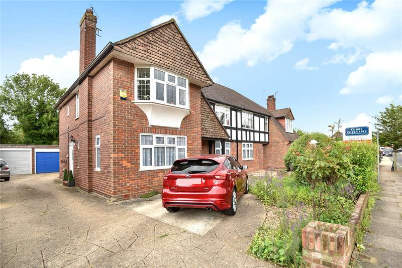 Flat in  The Sigers  Pinner  Middlesex  HA5  Richmond