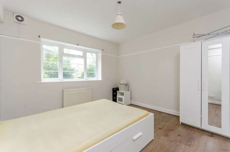 Flat in  Bushey Road  Raynes Park  SW20  Richmond