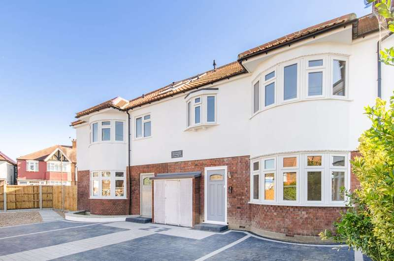 Flat in  Cannon Hill Lane  Raynes Park  SW20  Richmond