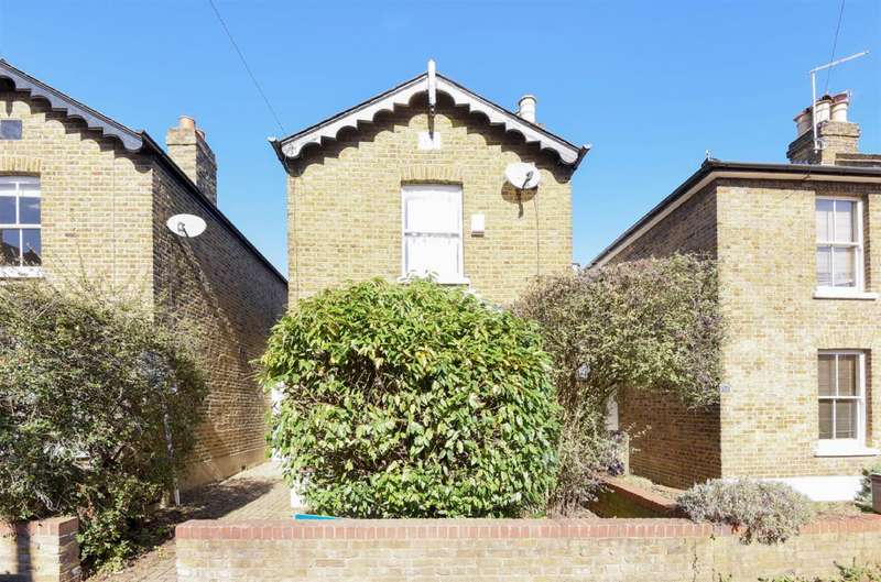 Detached house in  Bearfield Road  Ham  Kingston Upon Thames  KT2  Richmond