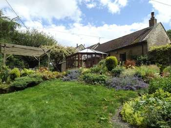4 Bedrooms House for sale in Tritlington, Morpeth - Four Bedroom Barn Conversion