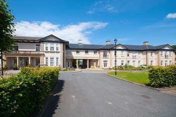 2 Bedrooms Flat for sale in Hollins Hall, Killinghall, Harrogate