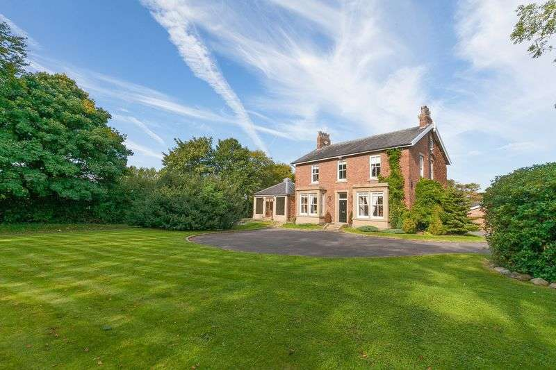 6 Bedrooms Detached House for sale in The Beeches, Town Lane, Much Hoole, PR4 4GJ
