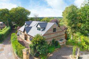4 Bedrooms Detached House for sale in Strayfield Road, Enfield