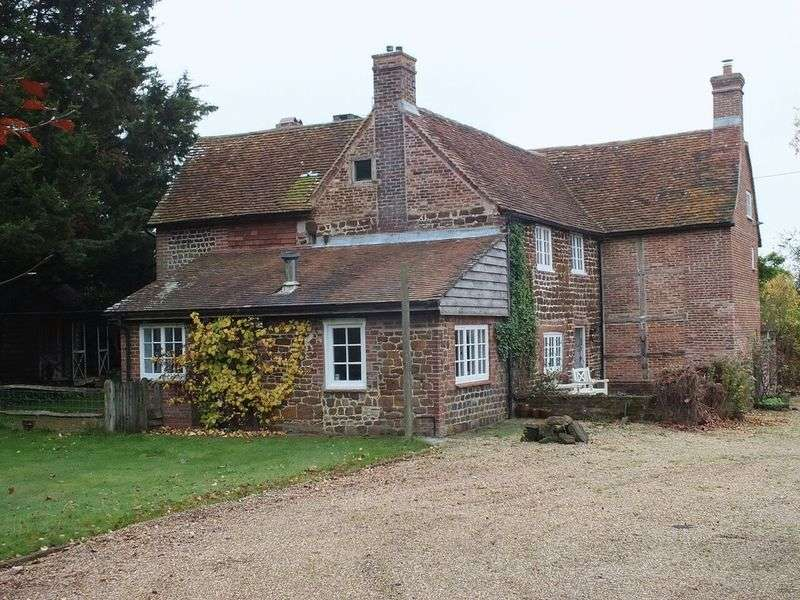 6 Bedrooms Detached House for sale in Trotton, Petersfield