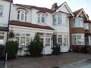 5 Bedrooms Terraced House for sale in Barkingside, Essex