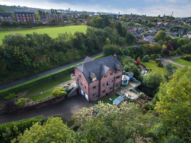5 Bedrooms Detached House for sale in The Willows, Elly Clough, Holden Fold Lane, Royton