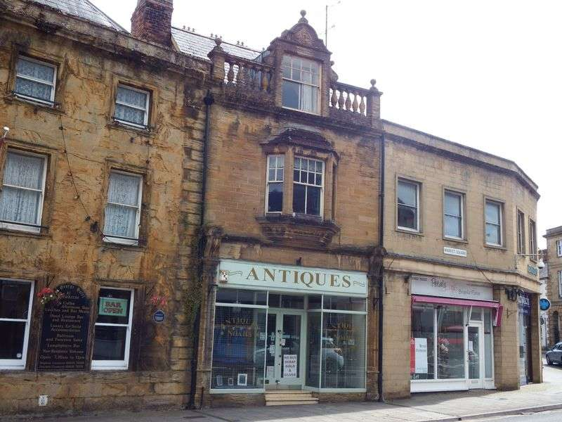 3 Bedrooms Flat for sale in Grade 2 Listed Commercial Premises in Prime Location with Spacious Three Bedroom Apartment Over
