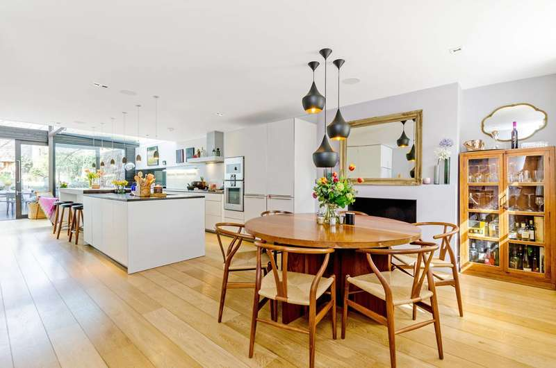 4 Bedrooms Terraced House for sale in Tredegar Square, Bow, E3