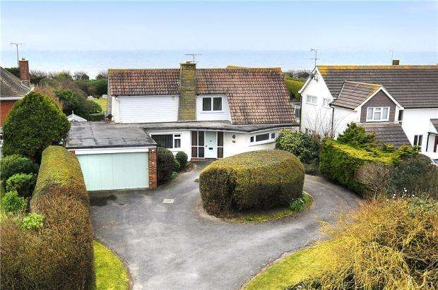 4 Bedrooms Detached House for sale in Botany Close, Rustington, West Sussex, BN16