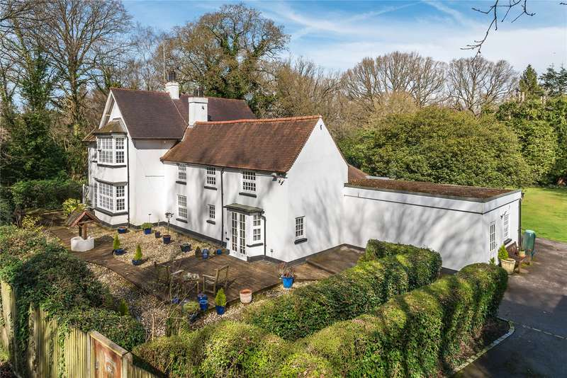 5 Bedrooms Detached House for sale in Littlewick Road, Horsell, Surrey, GU21