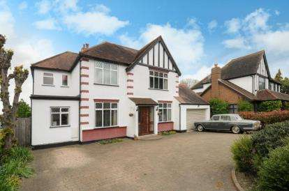 5 Bedrooms Detached House for sale in Chislehurst Road, Petts Wood, Orpington