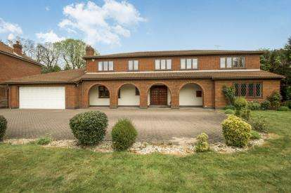 4 Bedrooms Detached House for sale in Hall Gardens, Bramcote, Nottingham, Nottinghamshire