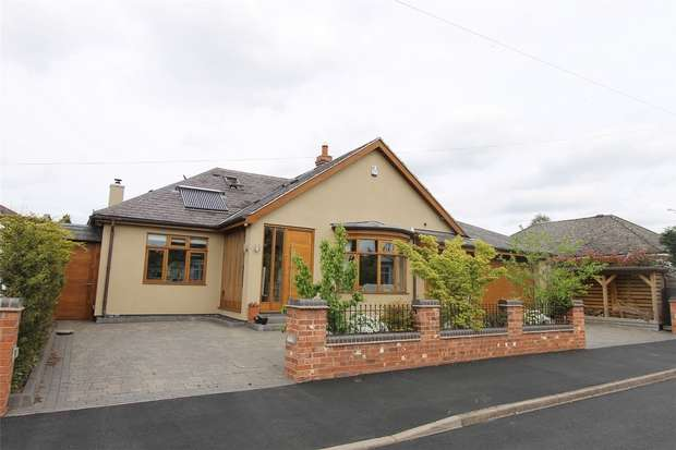 3 Bedrooms Detached House for sale in The Crescent, Hagley, STOURBRIDGE