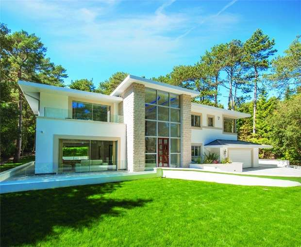 4 Bedrooms Detached House for sale in Bingham Avenue, Evening Hill, Poole, Dorset