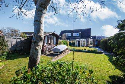 3 Bedrooms Semi Detached House for sale in Seaview, Isle Of Wight