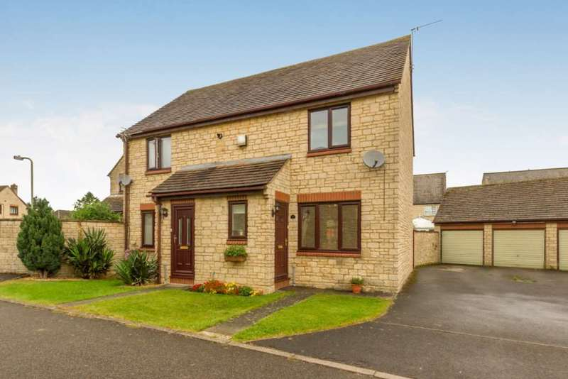 2 Bedrooms Semi Detached House for sale in Chestnut Close, Brize Norton