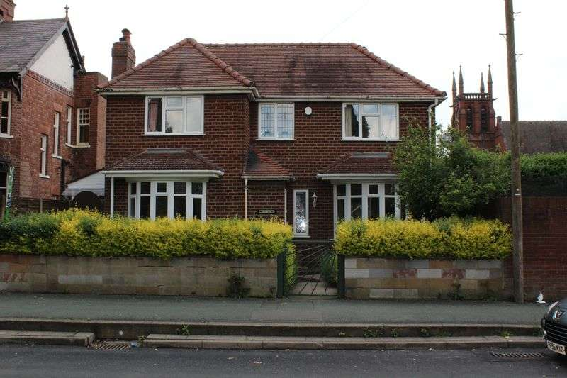 3 Bedrooms Detached House for sale in Shrubbery Avenue, Tipton