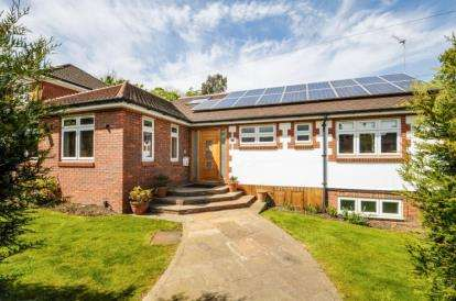 5 Bedrooms Bungalow for sale in Oakleigh Park North, Oakleigh Park