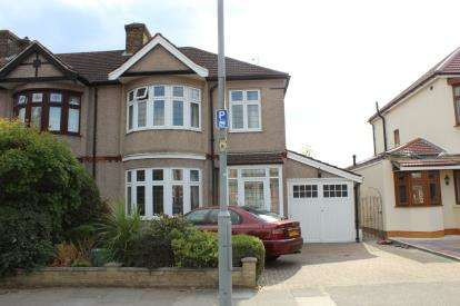 3 Bedrooms Semi Detached House for sale in Ilford