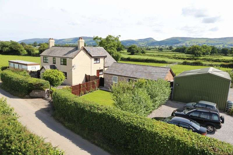 4 Bedrooms Detached House for sale in Smallholding in Llanynys, Ruthin