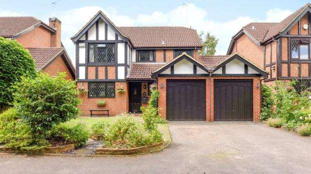 4 Bedrooms Detached House for sale in 2 Hillsborough Court, Sandy Lane, Farnborough, GU14 9EQ