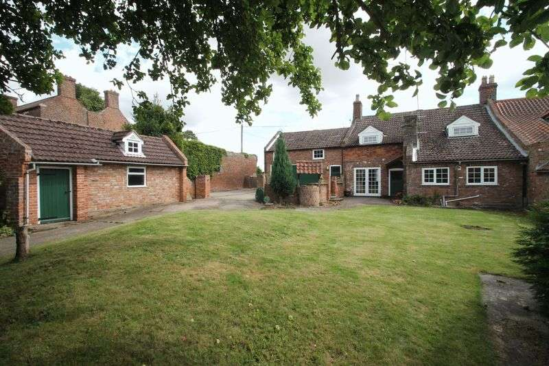 4 Bedrooms Semi Detached House for sale in Church Street, Donington