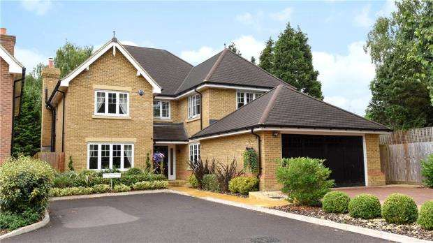 5 Bedrooms Detached House for sale in 8 Marstan Place, Camberley, Surrey, GU15 1PQ