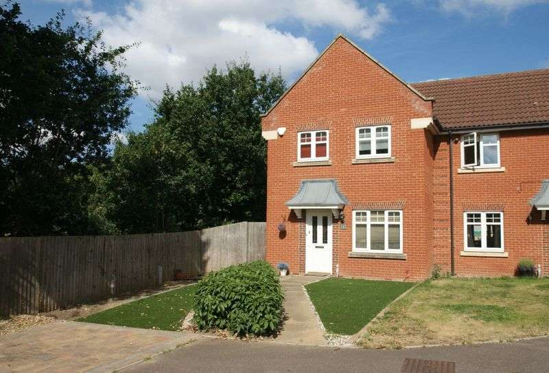 3 Bedrooms Semi Detached House for sale in Oxford Close, Gidea Park, RM2