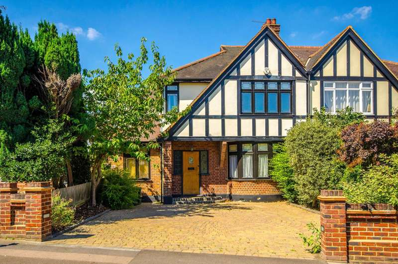 4 Bedrooms Semi Detached House for sale in Kings Avenue, Woodford Green, IG8