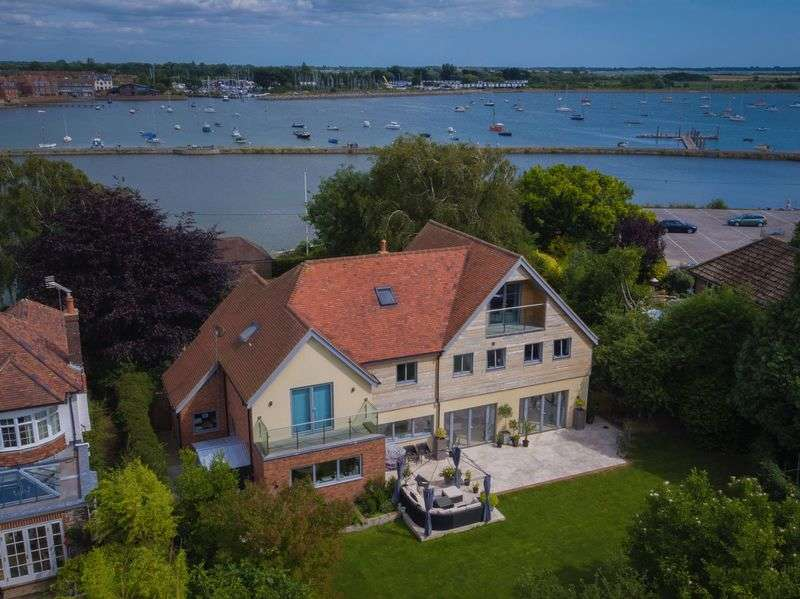 5 Bedrooms Detached House for sale in Bath Road, Emsworth