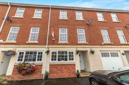 4 Bedrooms House for sale in Newbold Close, Dukinfield, Greater Manchester, United Kingdom
