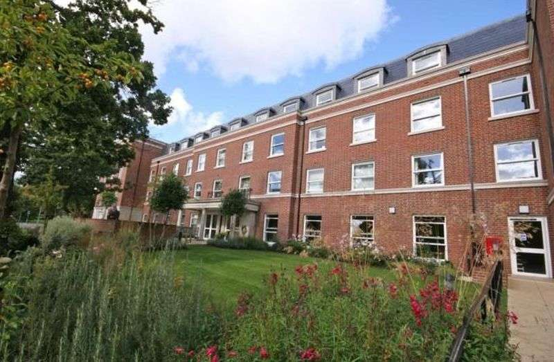 2 Bedrooms Flat for sale in Peel Court,College Way, Welwyn Garden City: NO CHAIN two bed first floor Assisted Living retirement apartment