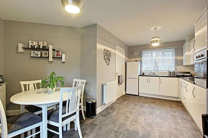 3 Bedrooms Semi Detached House for sale in Hainsworth Park, Hull