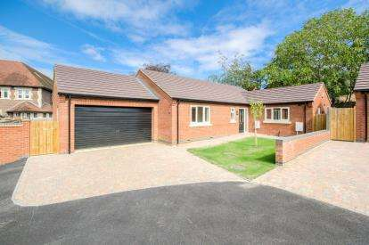 House for sale in Bedford Road, Rushden, Northants