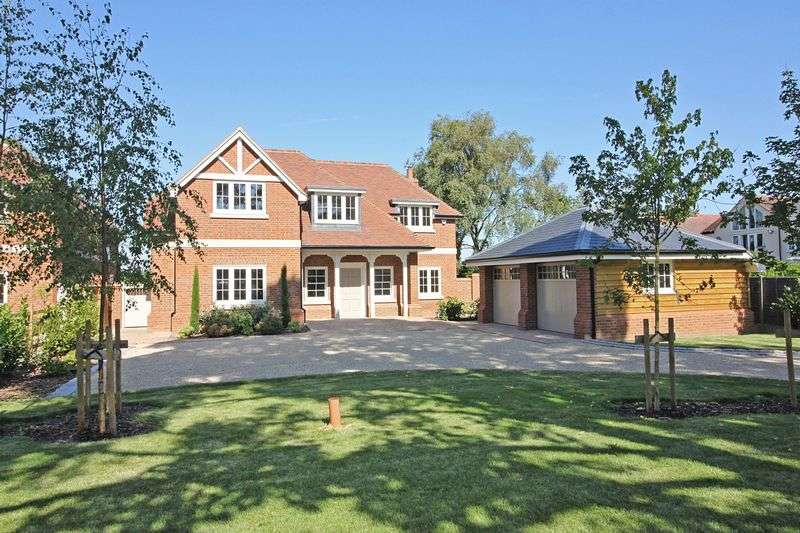 5 Bedrooms Detached House for sale in Lower Bury Lane, Epping
