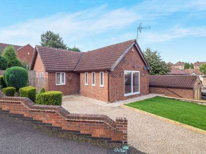 3 Bedrooms Bungalow for sale in Foxhill Road, Carlton, Nottingham