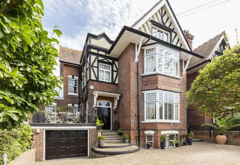 5 Bedrooms Detached House for sale in Helena Road, Southsea