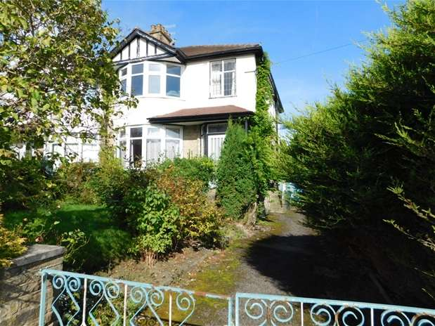 3 Bedrooms Semi Detached House for sale in Redburn Drive, Shipley