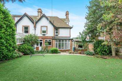 4 Bedrooms Semi Detached House for sale in Farlington, Portsmouth, Hampshire