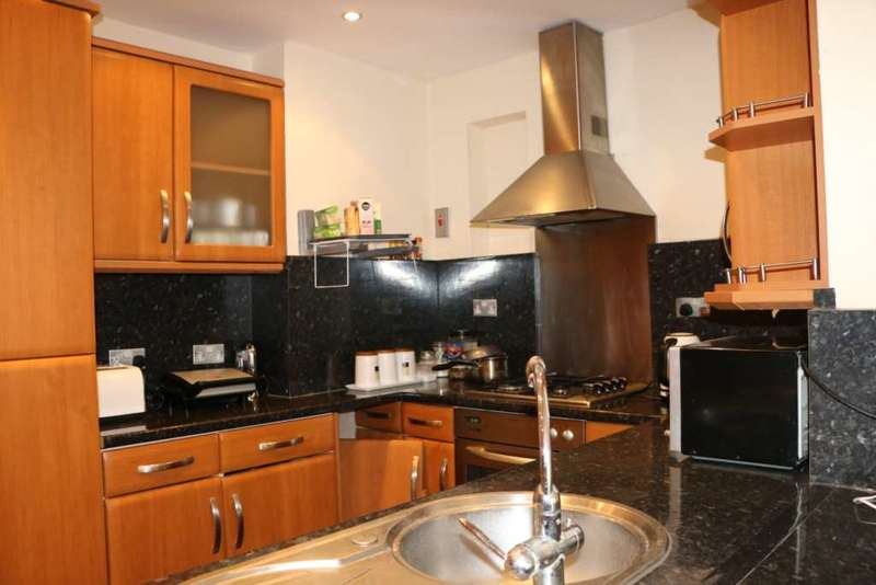 4 Bedrooms Semi Detached House for sale in Rugby Road, Becontree