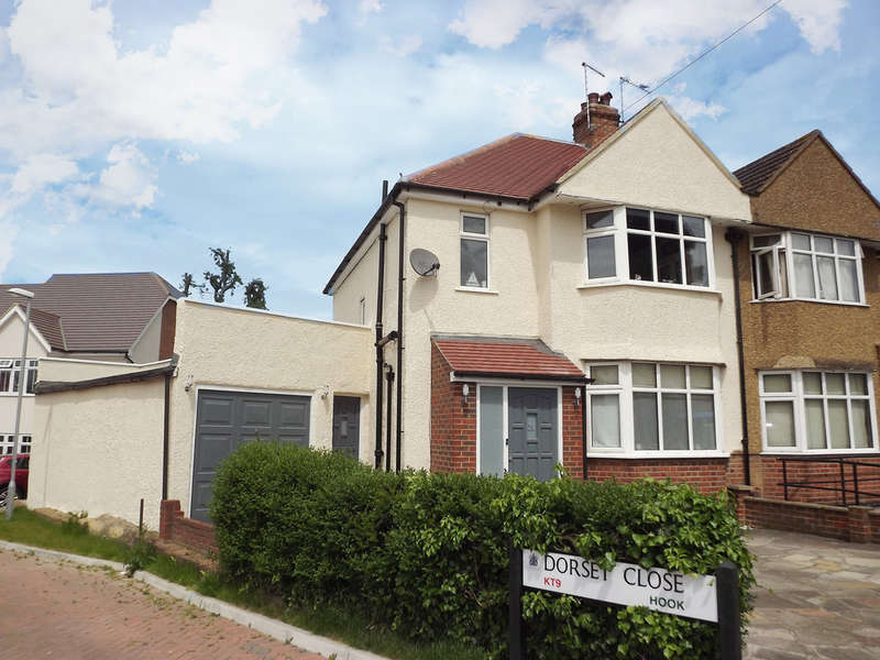 4 Bedrooms Semi Detached House for sale in Somerset Avenue, Hook
